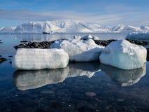 Paisaje ártico - hielo, mar, montañas, glaciares - Spitsbergen, Svalbard Imagen de archivo libre de regalías