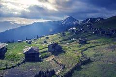 Paisaje épico de la montaña - pueblo de montaña abandonado viejo Fotos de archivo