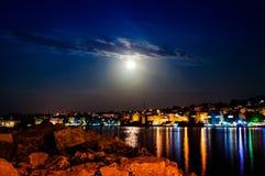 Paisaje épico de la noche de la Luna Llena Imagen de archivo libre de regalías