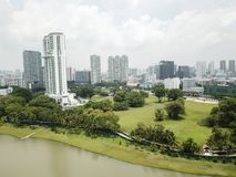 Paisaje aéreo del parque y de los edificios de Kallang Fotografía de archivo