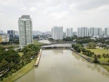 Paisaje aéreo del río y de los edificios de Kallang Fotos de archivo libres de regalías