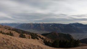 Paisaje aéreo en el valle de Camonica de Monte Pora en una estación seca del invierno Montañas de Orobie, Bérgamo, Lombardía, Ita almacen de video