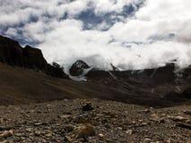 Paisaje abandonado cerca de un paso Himalayan que ofrece los glaciares Imagen de archivo libre de regalías