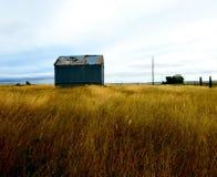 Paisaje abandonado del edificio de la agricultura imagenes de archivo