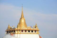 Paisaje alejado de la señal de la pagoda del oro de Thail Fotos de archivo