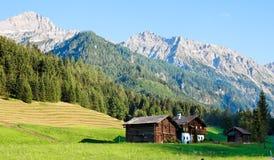 Paisaje alpestre de montañas y de prados Fotografía de archivo libre de regalías