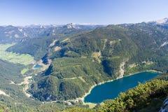 Paisaje alpestre del lago imagen de archivo