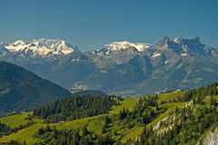Paisaje alpestre suizo foto de archivo
