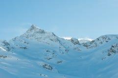 Paisaje alpino de la montaña de las montañas en Soelden Imagen de archivo