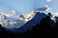 Paisaje alpino de la puesta del sol del Parque Nacional Glacier Foto de archivo