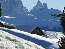 Paisaje alpino de las dolom?as con nieve Trentino imagen de archivo libre de regalías