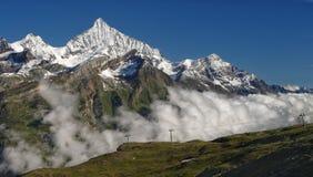 Paisaje alpino en el día soleado Imagen de archivo