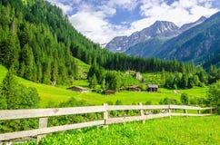 Paisaje alpino en las montañas de Zillertal, Austria Fotografía de archivo
