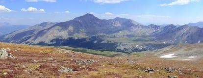 Paisaje alpino hermoso en Rocky Mountains, Colorado donde se localizan muchos 13ers y 14ers Imagenes de archivo