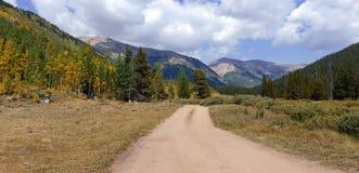 Paisaje alpino hermoso en Rocky Mountains, Colorado donde se localizan muchos 13ers y 14ers Fotos de archivo