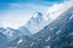 Paisaje alpino nevado soleado Imagen de archivo