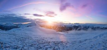 Paisaje alpino panorámico hermoso en invierno imagen de archivo libre de regalías