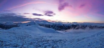 Paisaje alpino panorámico hermoso en invierno foto de archivo libre de regalías