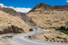 Paisaje alrededor del monasterio de Lamayuru en el distrito de Leh, la India Imagenes de archivo