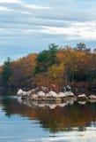 Paisaje americano hermoso de la naturaleza La reflexión del árbol en Fotos de archivo