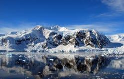 Paisaje antártico de la montaña imagen de archivo libre de regalías