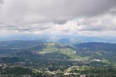 Paisaje antes de una lluvia del verano, Montenegro de la montaña Imagenes de archivo