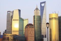 Paisaje arquitectónico moderno de la tarde de Shangai Imagenes de archivo