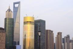 Paisaje arquitectónico moderno de la tarde de Shangai Fotos de archivo