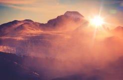 Paisaje asoleado de la montaña Fotografía de archivo