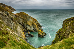 Paisaje asombroso de la costa en Irlanda foto de archivo