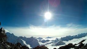 Paisaje asombroso del invierno de montañas metrajes