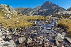 Paisaje asombroso del pico de los lagos Elenski, montaña de Orlovets de Rila Imagen de archivo