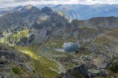 Paisaje asombroso del pico a los lagos Elenski, montaña de Malyovitsa de Rila Fotos de archivo
