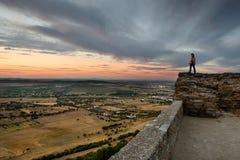 Paisaje asombroso del pueblo medieval de Monsaraz en Alentejo Fotografía de archivo