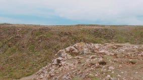 Paisaje asombroso en la ensenada de Kynance - un lugar maravilloso en Cornualles metrajes
