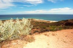 Paisaje australiano panorámico - la bahía de Exmouth Garganta en el parque nacional de la gama del cabo, Ningaloo de la cala del  Fotos de archivo libres de regalías