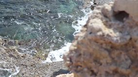 Paisaje azul del mar en el cabo Greco en Chipre metrajes