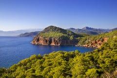 Paisaje azul y verde de la playa, Kumluca, Antalya, Turquía, 2014 Imagenes de archivo