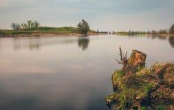Paisaje bielorruso Pina River atraviesa la región de Polesye Brest fotografía de archivo