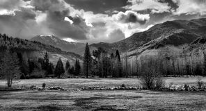 Paisaje blanco y negro de la montaña Imágenes de archivo libres de regalías