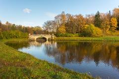 Paisaje brillante del agua del otoño Imagen de archivo libre de regalías