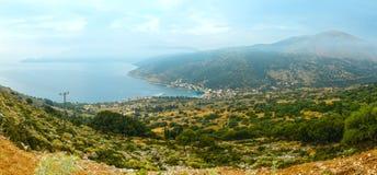 Paisaje brumoso de la costa del verano de la salida del sol (Kefalonia, Grecia) Fotografía de archivo