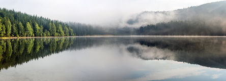 Paisaje brumoso del lago St Anne Fotografía de archivo