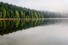 Paisaje brumoso del lago St Anne Imágenes de archivo libres de regalías