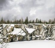 Paisaje brumoso septentrional duro Minas del mármol de Ruskeala en Kare Imágenes de archivo libres de regalías