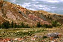 Paisaje colorido de montañas en el Altai Fotografía de archivo