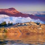 Paisaje colorido del otoño en las montañas. imagen de archivo libre de regalías