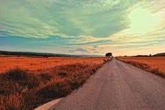 Paisaje con el camino rural en España Fotos de archivo libres de regalías