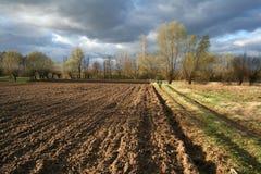 Paisaje con el campo recientemente arado Imagen de archivo libre de regalías