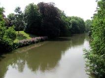Paisaje con el canal del agua en Brujas, Bélgica fotos de archivo libres de regalías